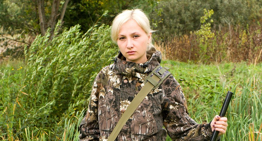 featured-young-women-hunting