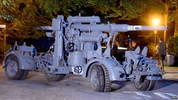 Police Seize WWII Era Panther Tank Stored In Man's Basement flak gun