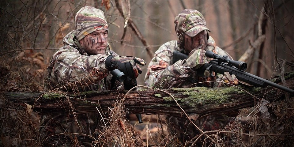 camo-hunting-patterns-guys-hunting-woods