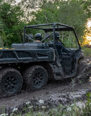 Can-Am Defender HD10 6x6